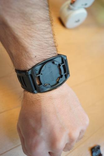 Garmin910XTのクイックリリースキット腕ベルト