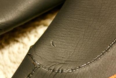 ウェットスーツ修理跡