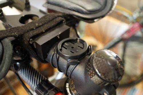 Garmin910XTのクイックリリースキットバイクマウント